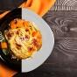 「●色」のお皿に盛られたパスタはコスパが悪い