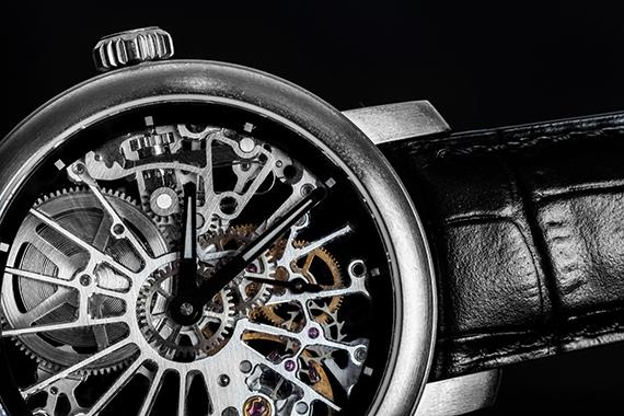 スイス製の腕時計(photo by Photocreo Bednarek/fotolia)