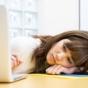 その「ムダなメールのやり取り」が、仕事の効率と生産性を下げている